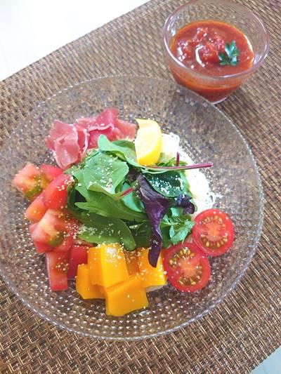 葉野菜とマンゴーのトマト素麺
